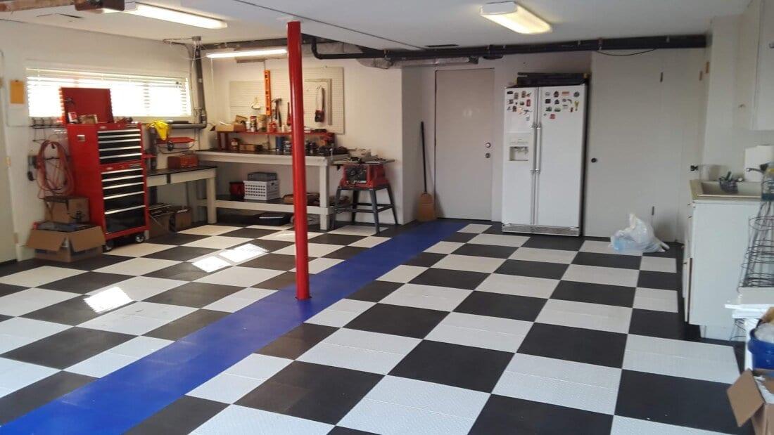 Checkerboard TrueLock HDXt Diamond Tiles with Blue Stripe