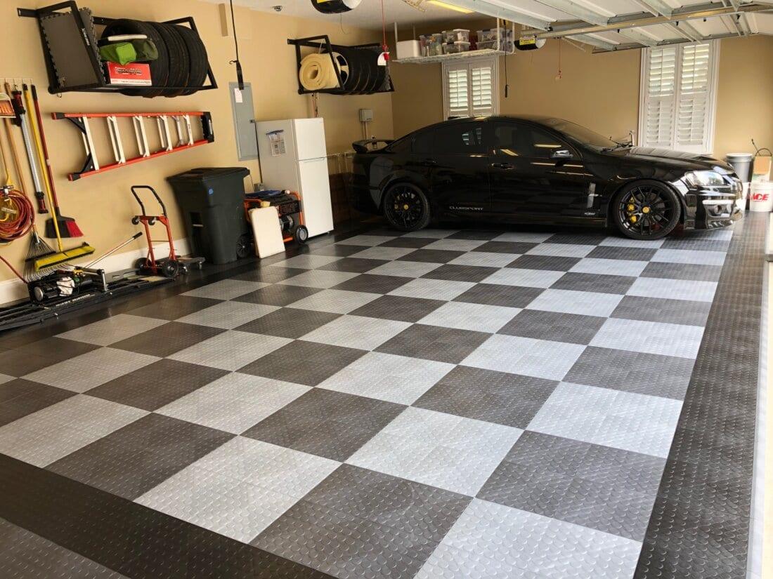 Car on Racedeck Circle Track Tiles