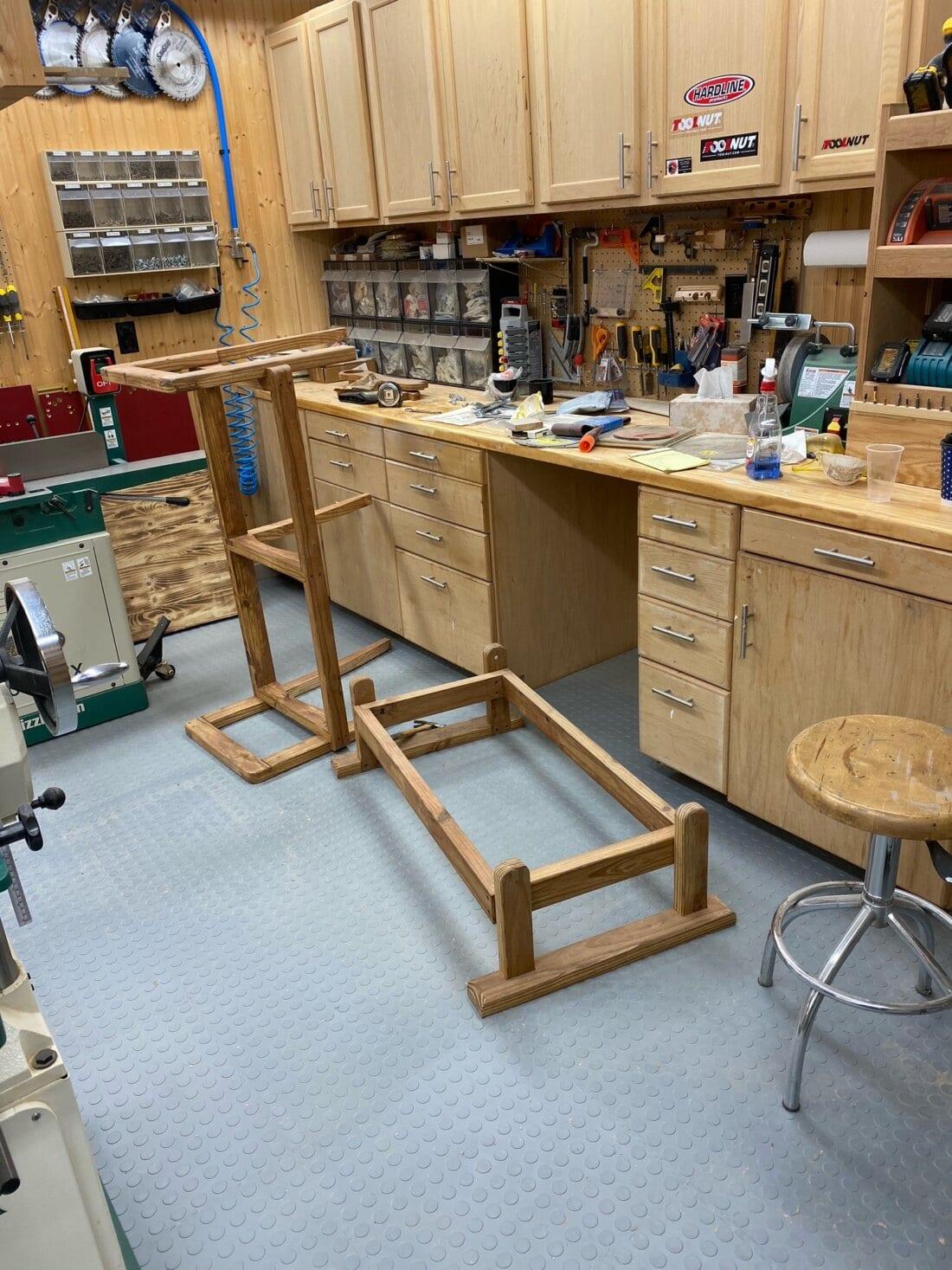 Workshop with flexible tiles